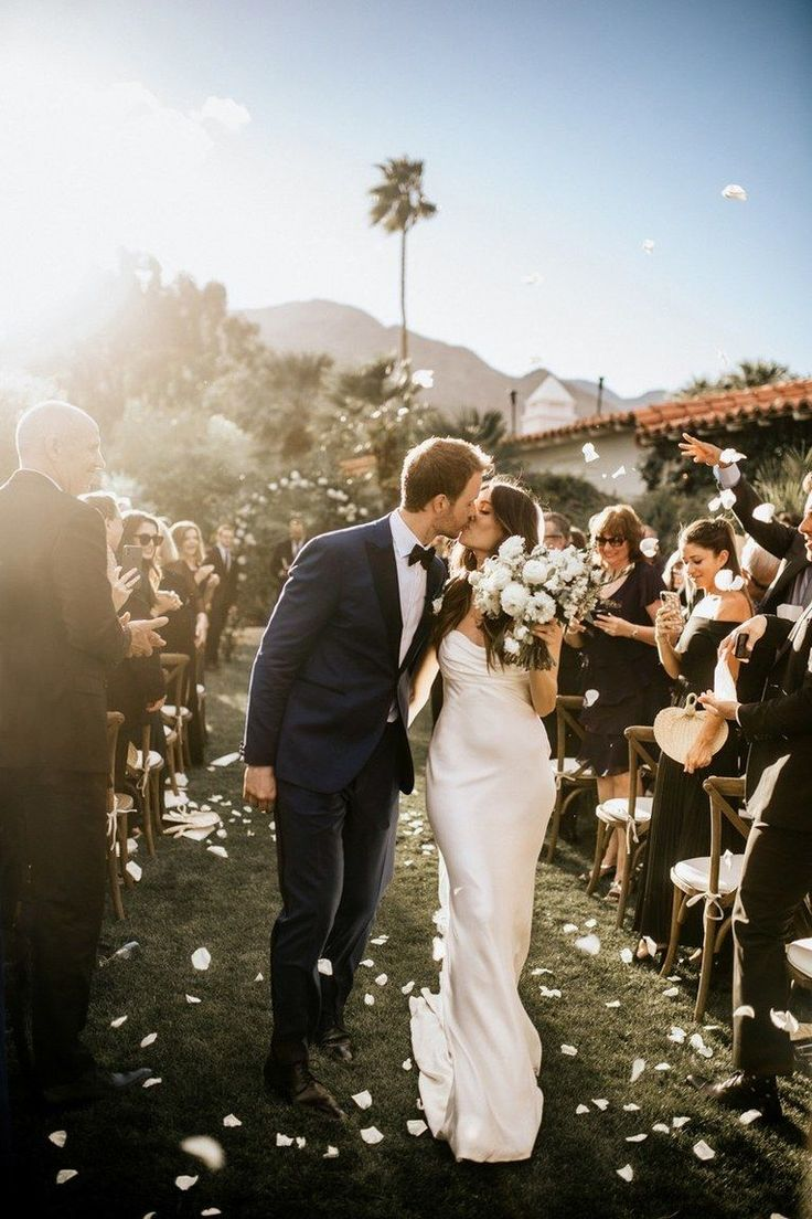 The Most Inspiring Real Weddings We Featured This Year Wedding Photography Styles Wedding Photos Wedding Picture Poses