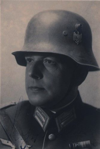 ✠ Georg Koßmala (22 October 1896 – 18 March 1945) Killed in Oberglogau in Lower Silesia. RK 13.03.1942 Oberst Kdr Sich.Rgt 3   285. Sicherungs – Division [435. EL] 26.03.1944 Oberst Kdr Gren.Rgt 6 30. Infanterie – Division