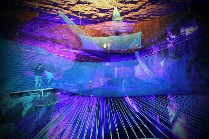 Trampolines dans une grotte - Pays de Galles - Wales
