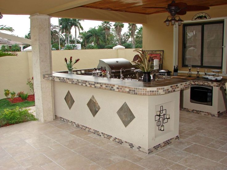 White Rendered Outdoor Kitchen With Inset Diamond Tile
