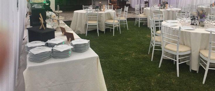 Mesas en jardín