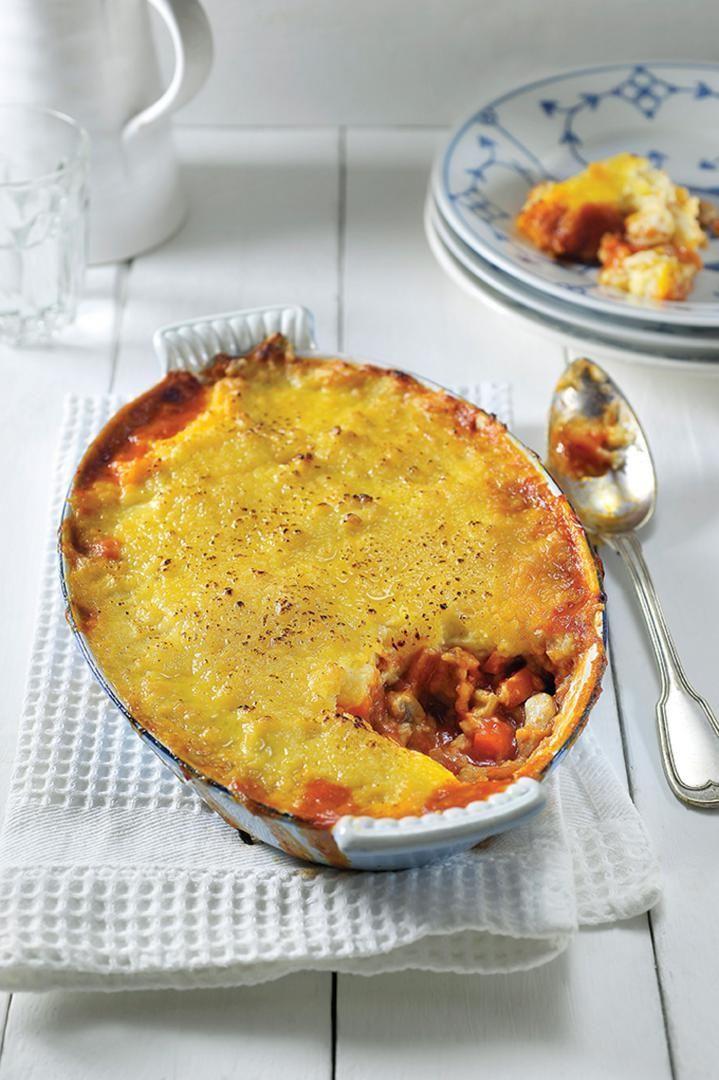 Bereiden: Snijd de tomaten in vier en verwijder de zaadlijsten. snijd het vruchtvlees van de tomaten in kleine blokjes. Snijd de wortel in kleine blokjes en snipper de ui fijn. Borstel de champignons schoon en hak ze fijn. Schil de pastinaak, snijd in grote stukken en kook gaar in lichtgezouten, kokend water. Laat de pastinaak goed uitstomen.