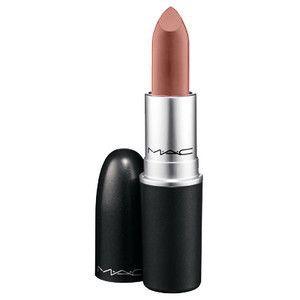 """MAC """"Velvet Teddy"""", mattes Finish. 20,50 Euro. Aus gutem Grund extrem gehypt! Ein schön natürlicher braun-rosa Nude-Ton, der nicht zu hell und nicht zu dunkel ist. Genau so einen Farbton habe ich in der Drogerie vergeblich gesucht."""