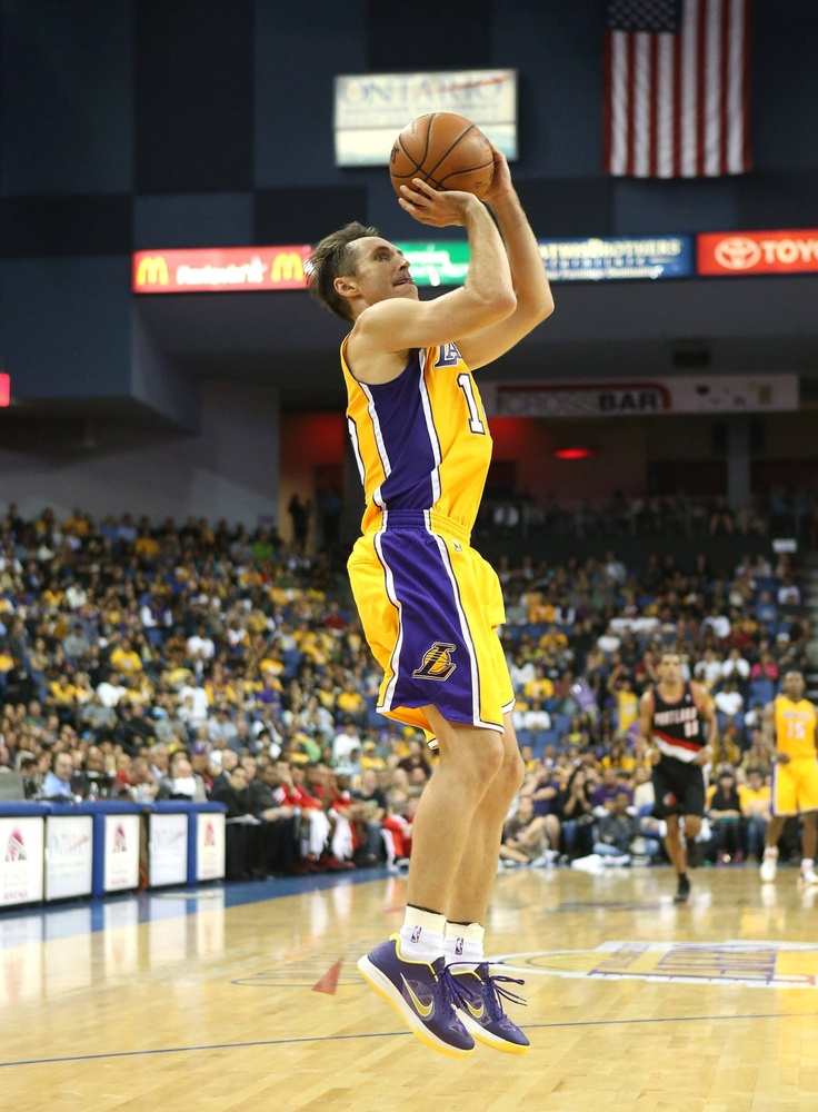 Steve Nash takes a jumper against the Portland Trail Blazers (October 10, 2012)