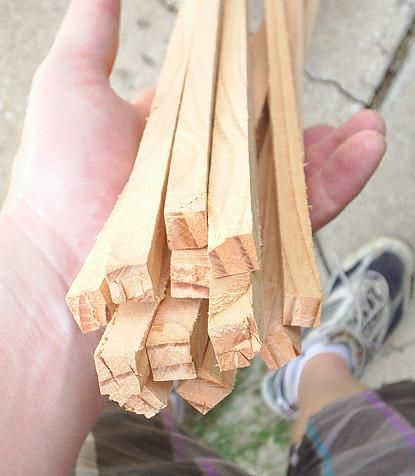How I Make Arrows: cool article about hardwood dowel/arrow making.