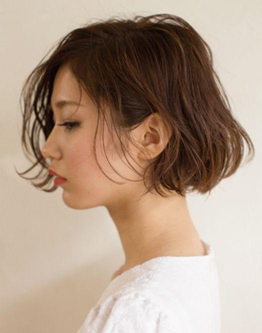 スタイリングも簡単な「耳かけボブ」で、アナタも色っぽい横顔美人に♡イメチェンしたい人にもオススメです。