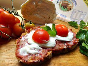 Il Crostone Salsiccia e Bufala,è un piatto semplicissimo ma di una bontà unica a dare il tocco finale è la Mozzarella di bufala Campana dop!!