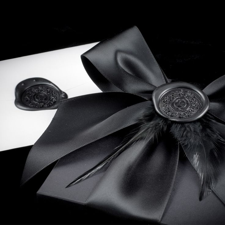 The wax seal can be personalised too.