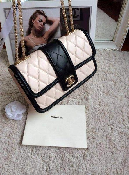 Chanel boutique diamond leather shoulder bag-White
