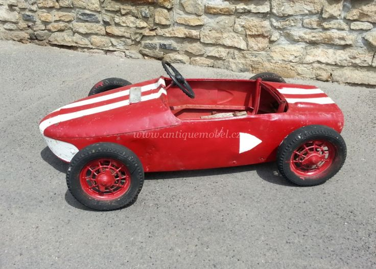 Starožitné auto závodní.
