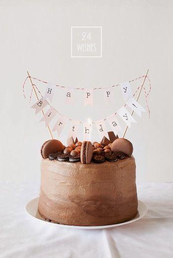 ケーキ自体は普通のデコレーションでも、こんな風にガーランドで飾り付けをするだけで、一気に特別なバースデーケーキに変身しますよ。