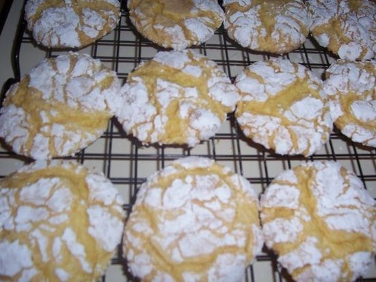 COOL WHIP COOKIES- EASIEST COOKIE EVER! 1 box cake mix (any flavor- chocolate, red velvet, lemon, etc.), 1 tub Cool Whip (8 oz), 1 egg. Mix ingredients. Drop spoonfuls into powdered sugar to coat. Bake at 350 for 12 mins. Cool before removing.