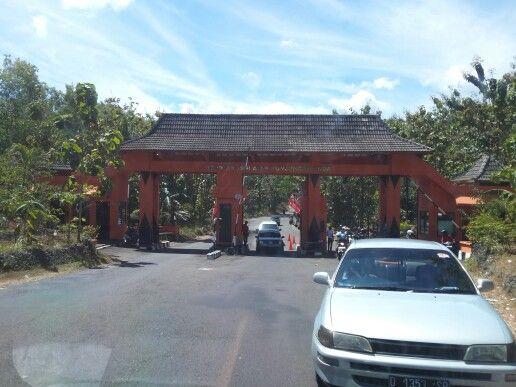 Pintu gerbang masuk ke pantai Gunung Kidul