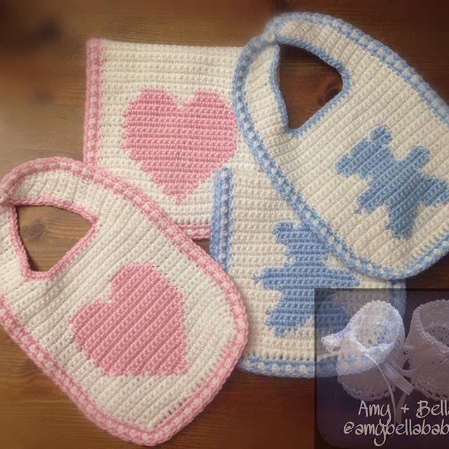 Twins Bib and Burp Cloth Set/ Set de Babero con Pañito para Gases para Gemelos  @amybellababies #amybellababies #crochet #crocheted #crocheting #crocheter #crochetlove #crochetlover #crochetaddict #crochetaddicted #crochetaddiction #crochetart #crochetartist #crochetersofinstagram #handmade #handcrafted #handcraft