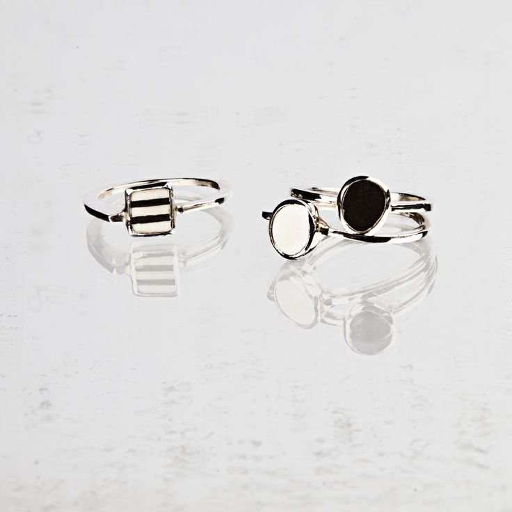 rings in silver and porcelain ; wear them together or single