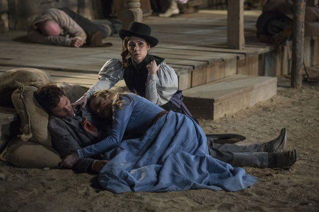 James Marsden, Evan Rachel Wood, and Shannon Woodward in Westworld (2016)