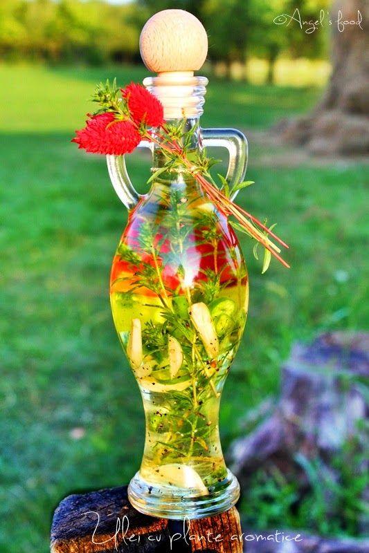 Am ajuns si la capitolul uleiuri si oteturi aromate.In fiecare an am cate o sticluta din mai multe feluri.Nu-mi fac griji ca nu le gasesc...