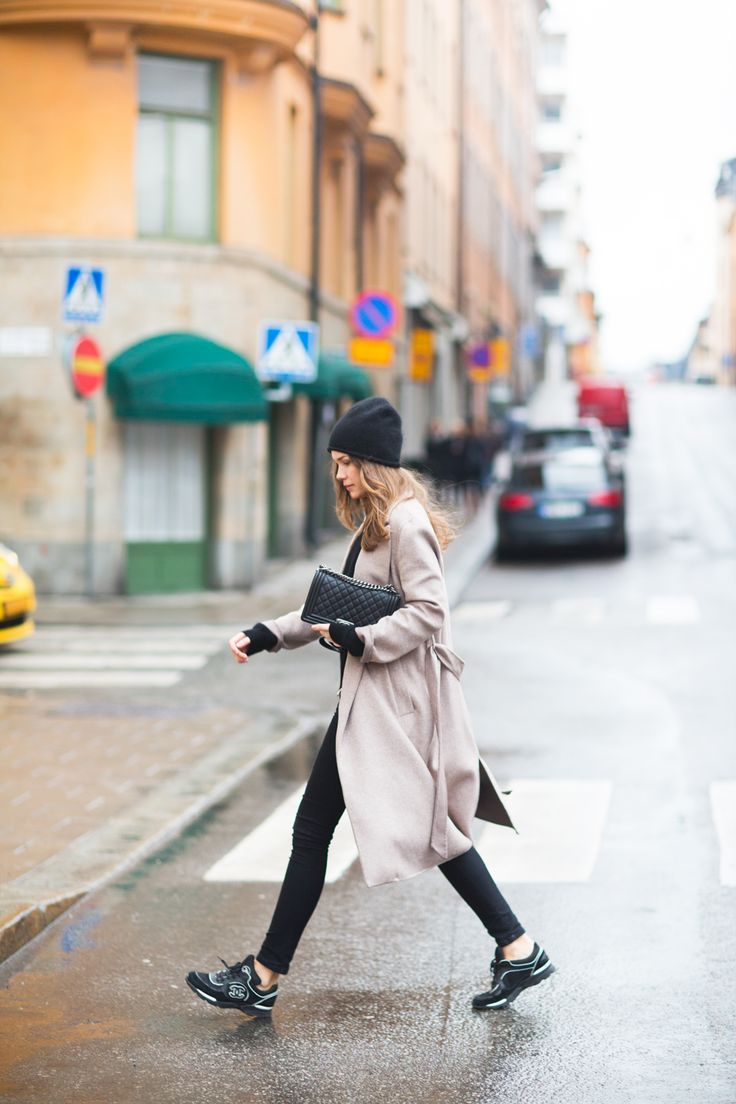 Caroline Blomst: coat zara / bag + sneakers chanel / cashmere knit + jeans my own collection / beanie fwss.