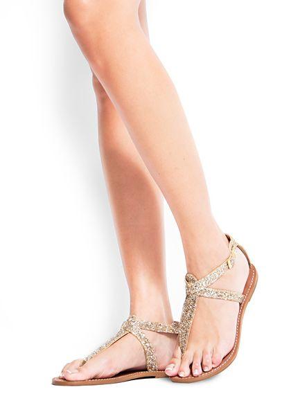 Sandalen mit glänzenden Riemen