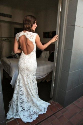 I like the open back style of this dress