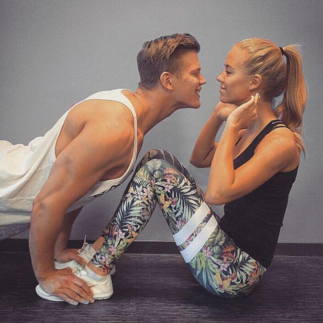 Get STRONGER together ❤️| www.strongerlabel.com #fitnesstights
