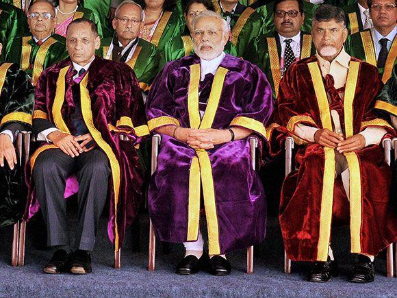 Narendra Modi with Andhra Pradesh Governor ESL Narsimhan, Chief Minister Chandrababu Naidu