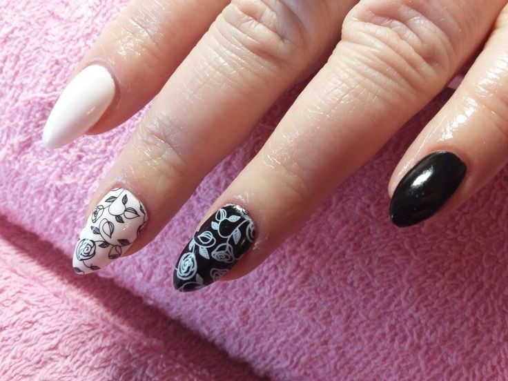Beautifull nail my clients !! ;) I'm really proude ! ;)  #semilac #indigo #nail #nail art #black and white #roses
