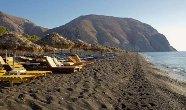 paralies santorini Beaches to visit in Greece! perrisa