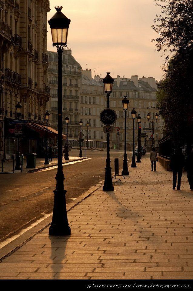 Lampadaires dans les rues de Paris - Paris, France