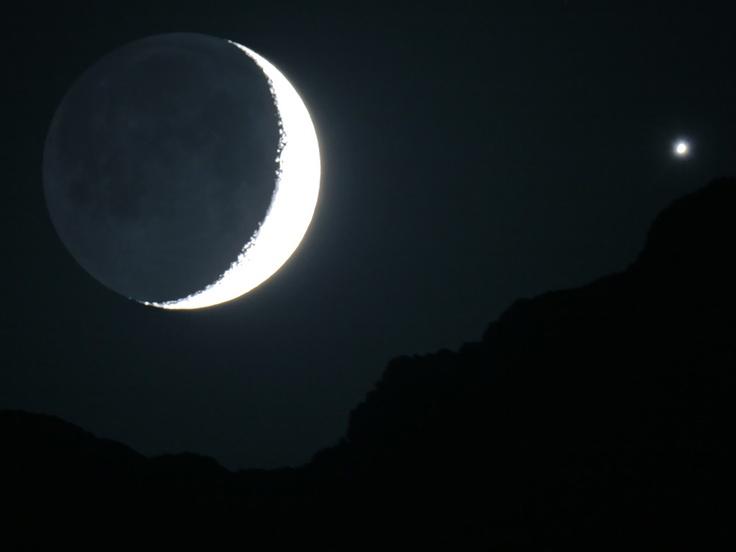 Telescopic view of cresecnet Moon & Venus   Alborz Range, Iran