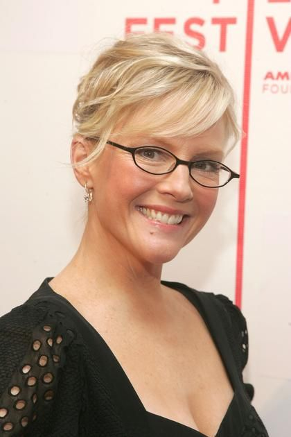 pixie hairstyles wearing glasses racheal harris