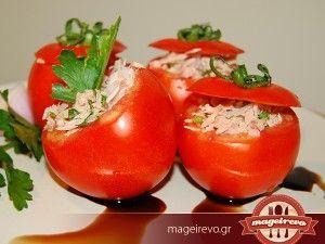 Δροσερές γεμιστές ντομάτες με τόνο