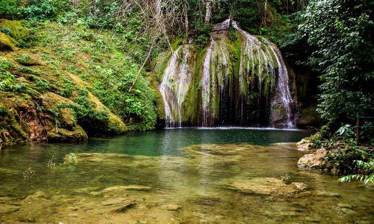 Cachoeiras, grutas, muitos rios de águas transparentes e vida selvagem, Bonito é o lugar ideal para uma viagem romântica no meio da natureza.
