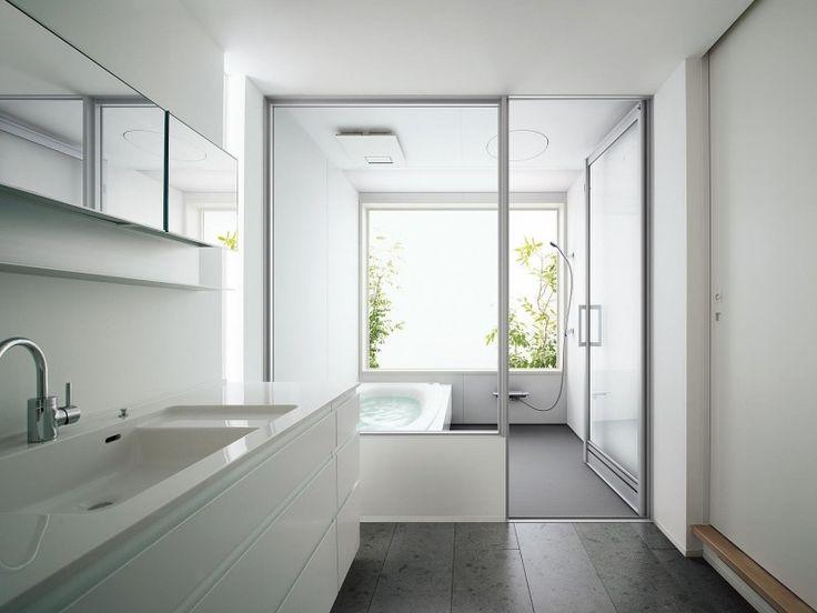 浴室扉(ドア)の種類と特徴&選び方のポイント [浴室] All About 洗面脱衣室からの広がりを感じる開き戸タイプ。[Lクラスバスルーム