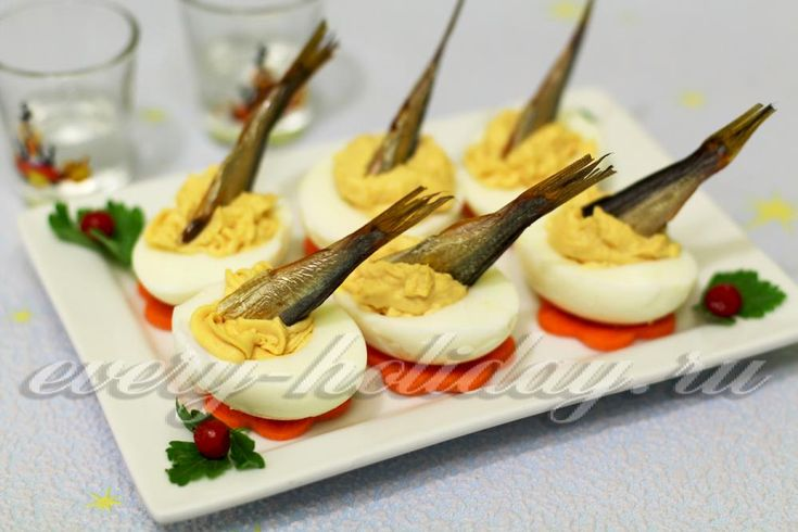 Закуска «Рыбки в пруду» в яйце