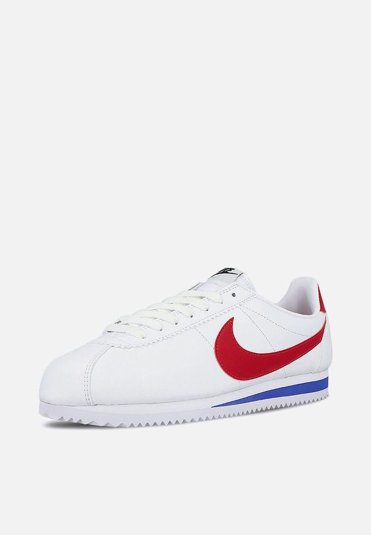 Durable and comfortable, but not at the expense of style, the Classic Cortez sneaker is a beloved throwback. It features a rubber midsole for lightweight cushioning along with a leather upper. Pair these kicks with fitted jeans and an oversized tee for a casual look.