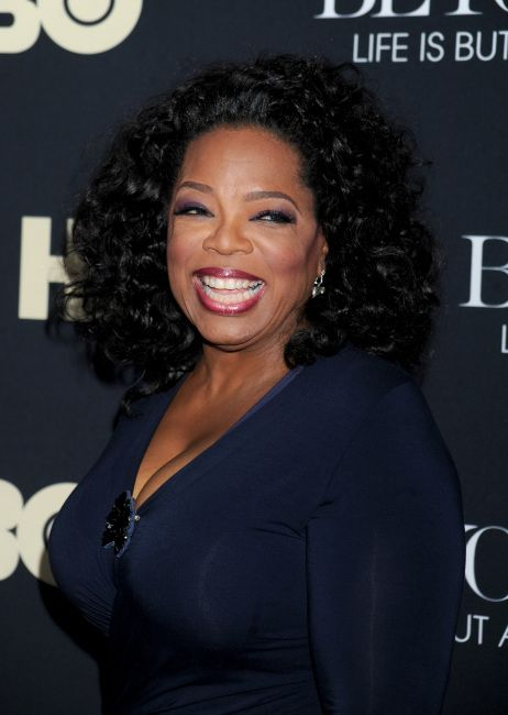 Oprah Winfrey:   Πέρσι το ίδιο βραβείο είχε απονεμηθεί στην πιο φιλάνθρωπη Αφροαμερικανή διασημότητα, η οποία, μεταξύ άλλων, ενισχύει ένα εσώκλειστο σχολείο θηλέων στο Johannesburg για το στήσιμο του οποίου είχε δαπανήσει 40 εκατομμύρια δολάρια.