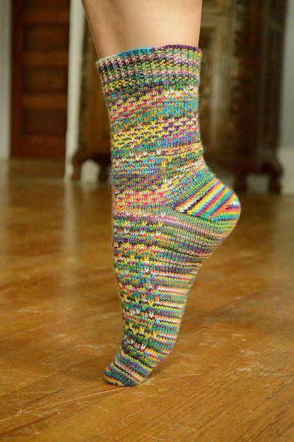 Ravelry: Whiz Bang pattern by Sarah Shoo (paid) - for variegated yarn