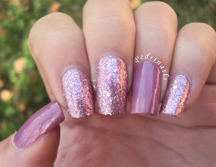 Sandwich manicure glitter pink with mauve double accent nails  http://pedrinails.blogspot.it/2014/12/10-smaltopedia-20-nail-art-ispirata.html