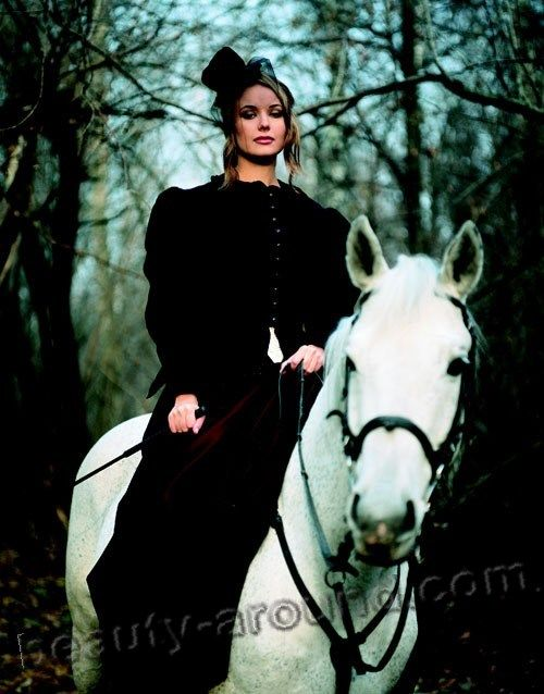 Oxana Fedorova on horseback photo