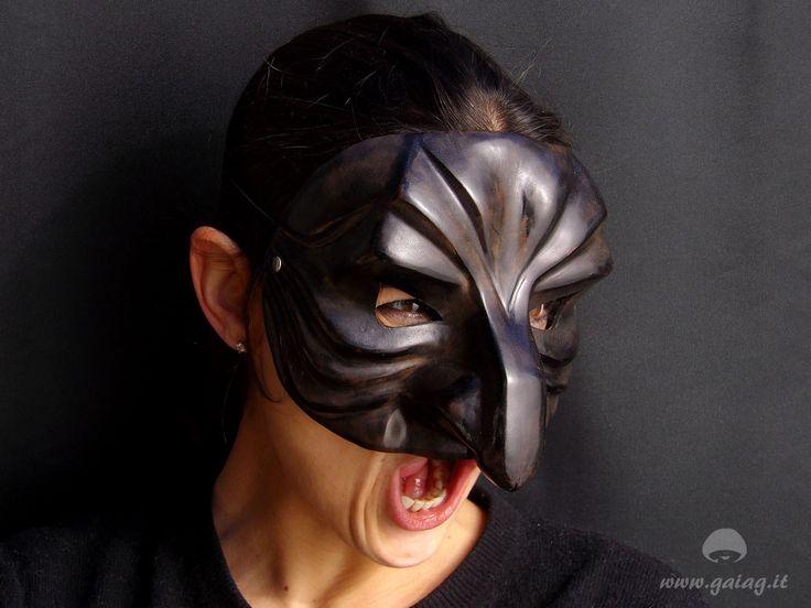 Pantalone, rapace aggressivo,  maschera teatrale in cuoio, Commedia dell'Arte, altri colori e forme su ordinazione di GAIAGeri su Etsy