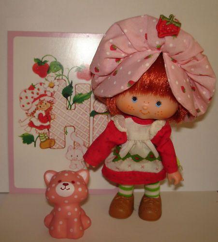 9 best charlotte aux fraises v tements jouets literie images on pinterest charlotte. Black Bedroom Furniture Sets. Home Design Ideas