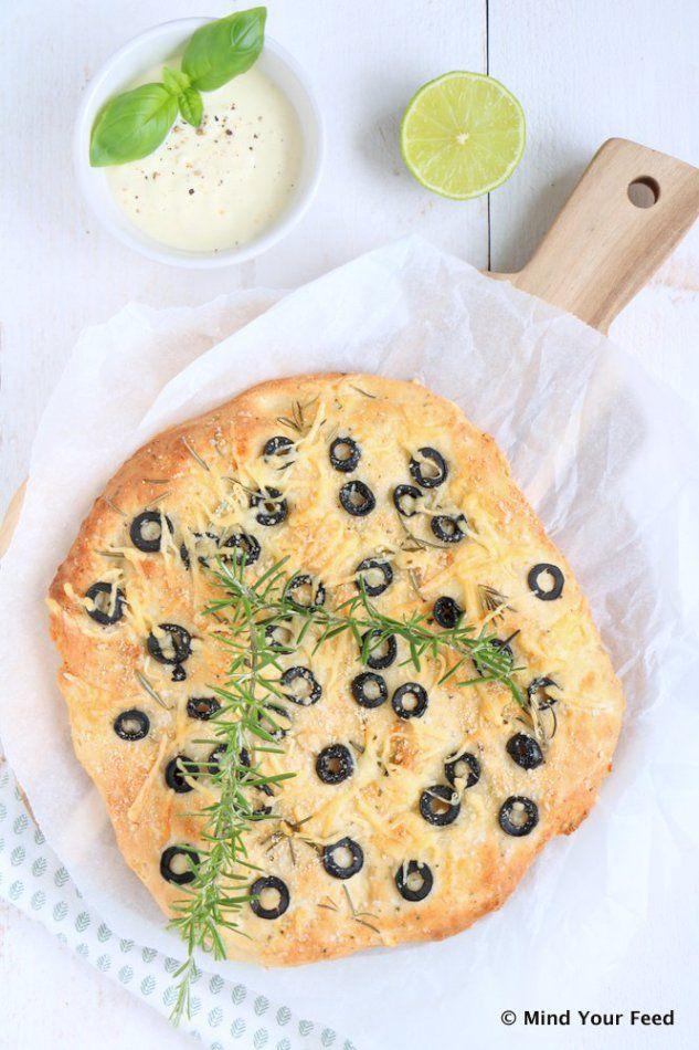 Plat brood met olijven en rozemarijn - Mind Your Feed
