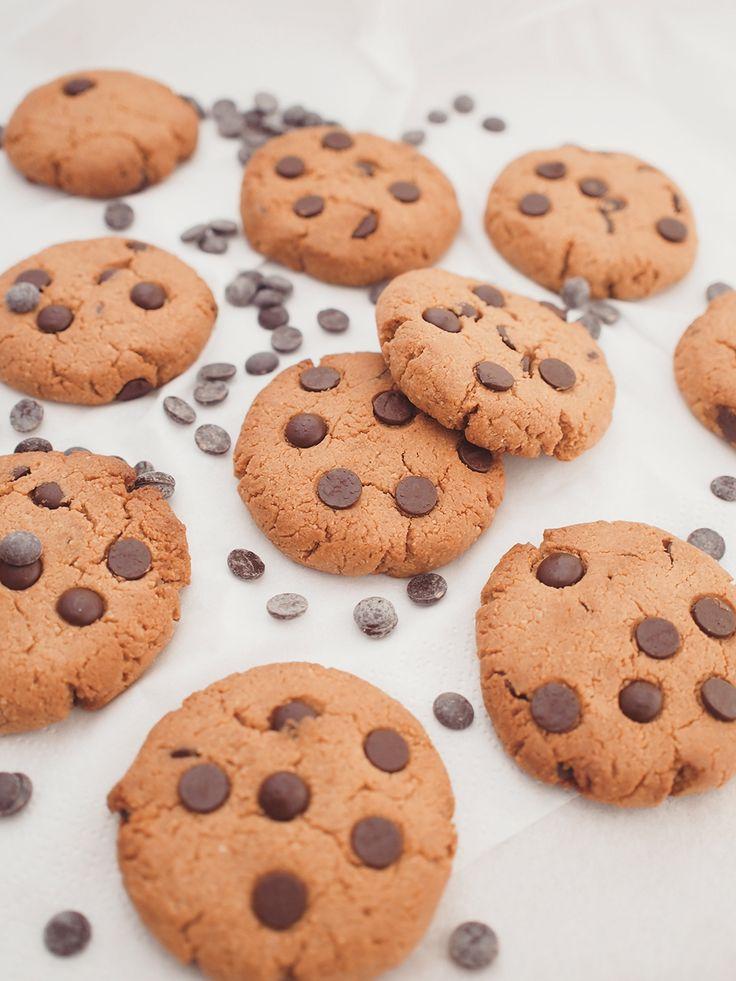 Peanut butter cookies with chocolate / vegan / gluten-free