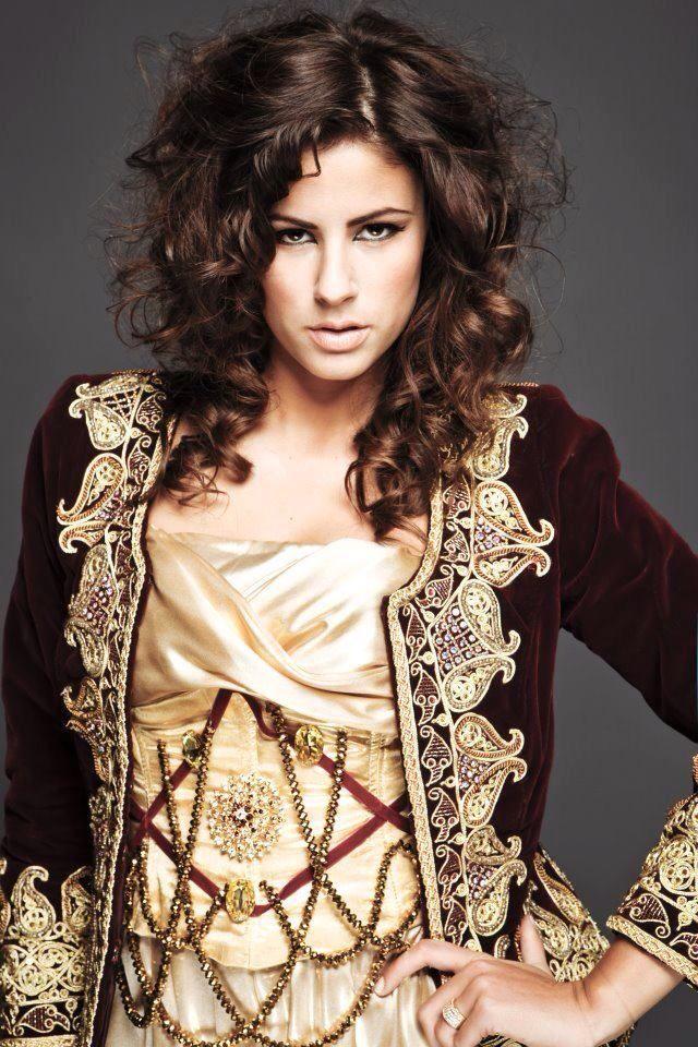 Algerian fashion: Maroon and gold Qatifa jacket