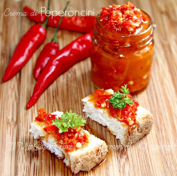 Crema peperoncini piccanti conserva facile con breve bollitura in aceto e vino.Un condimento semplice che conferirà gusto e brio alle vostre ricette più hot