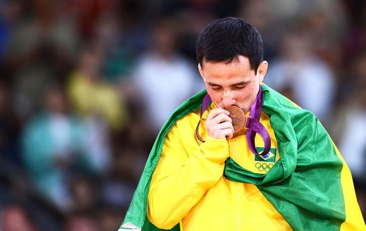 Medalha de bonze conquistada pelo judoca Felipe Kitadai (categoria até 60 kg).
