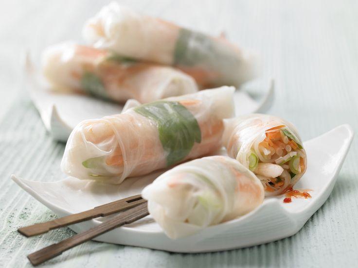Sommerrollen sind kalorienarm und schmecken. Gefüllte Reispapier-Röllchen - mit Garnelen und Gemüse - smarter - Kalorien: 63 Kcal - Zeit: 35 Min. | eatsmarter.de