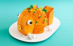 Easy, Adorable Goldfish Cake--Made from 2, 8-inch round cakes.