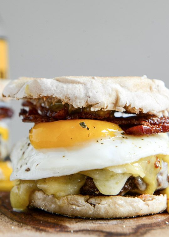 Bacon Cheeseburgers with a Fried Egg + Maple Aioli: English Muffins, Bacon Cheeseburgers, Breakfast Burgers, Fries Eggs, Bacon Egg, Breakfast Sandwiches, Maple Syrup, Maple Aioli, Bacon Burgers